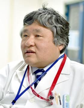 外山 宏主任教授